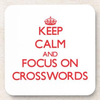 Guarde la calma y el foco en crucigramas posavaso