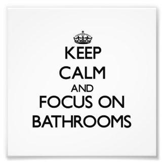 Guarde la calma y el foco en cuartos de baño cojinete