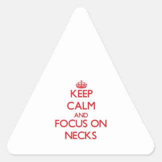 Guarde la calma y el foco en cuellos colcomanias triangulo