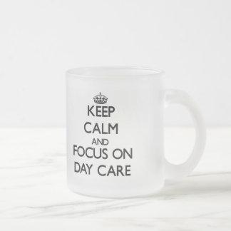 Guarde la calma y el foco en cuidado de día taza cristal mate
