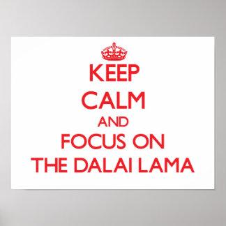 Guarde la calma y el foco en Dalai Lama Poster