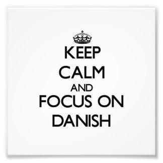 Guarde la calma y el foco en danés cojinete