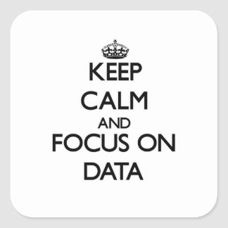 Guarde la calma y el foco en datos pegatinas cuadradas