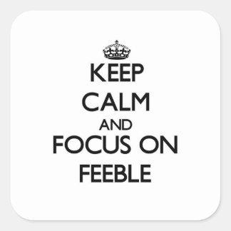 Guarde la calma y el foco en débil calcomania cuadradas personalizada
