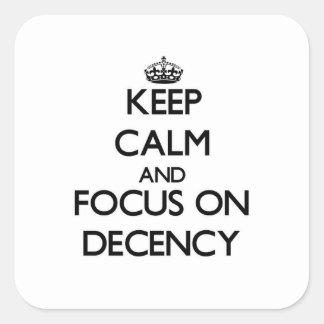 Guarde la calma y el foco en decencia pegatina cuadrada