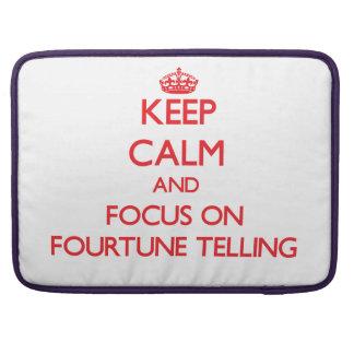 Guarde la calma y el foco en decir de Fourtune Fundas Para Macbook Pro