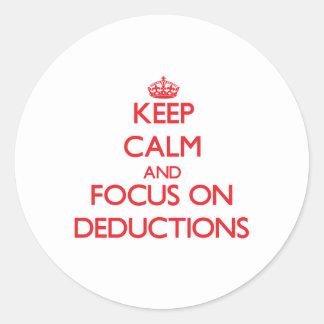 Guarde la calma y el foco en deducciones pegatina redonda