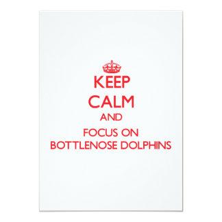 Guarde la calma y el foco en delfínes de invitacion personal