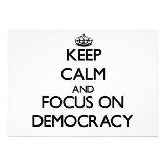 Guarde la calma y el foco en democracia anuncios personalizados