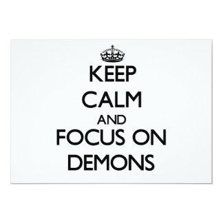 Guarde la calma y el foco en demonios invitación 12,7 x 17,8 cm