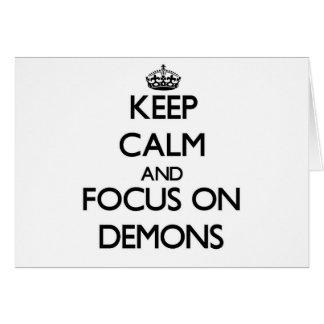 Guarde la calma y el foco en demonios tarjeta de felicitación