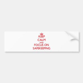 Guarde la calma y el foco en depósito etiqueta de parachoque