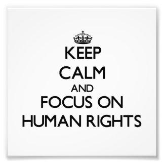 Guarde la calma y el foco en derechos humanos arte con fotos
