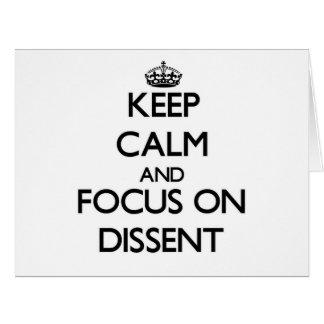 Guarde la calma y el foco en desacuerdo tarjeta de felicitación grande
