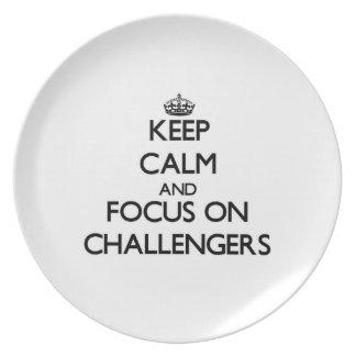 Guarde la calma y el foco en desafiadores plato para fiesta