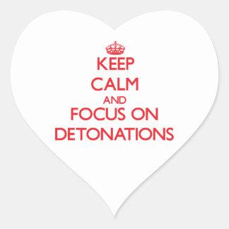 Guarde la calma y el foco en detonaciones pegatina en forma de corazón