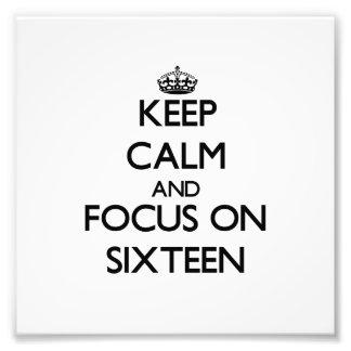 Guarde la calma y el foco en dieciséis cojinete