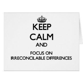 Guarde la calma y el foco en diferencias tarjeta de felicitación grande