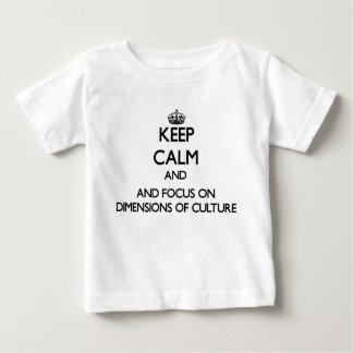 Guarde la calma y el foco en dimensiones de la camiseta