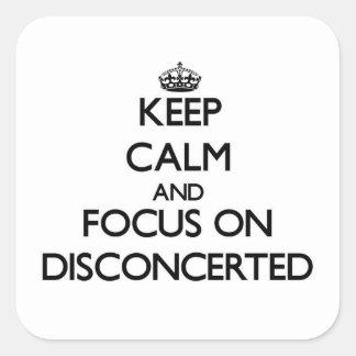 Guarde la calma y el foco en Disconcerted Pegatina Cuadrada