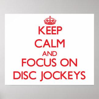 Guarde la calma y el foco en discs jockeyes posters
