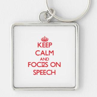 Guarde la calma y el foco en discurso llavero personalizado