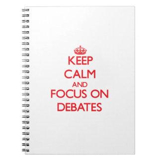 Guarde la calma y el foco en discusiones libros de apuntes