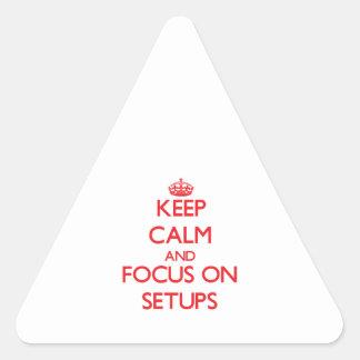 Guarde la calma y el foco en disposiciones pegatina triangular