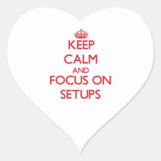 Guarde la calma y el foco en disposiciones pegatina en forma de corazón