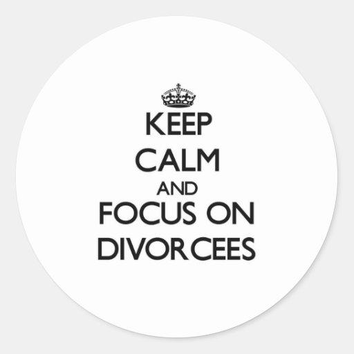 Guarde la calma y el foco en divorciados pegatina redonda