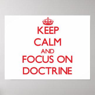 Guarde la calma y el foco en doctrina posters