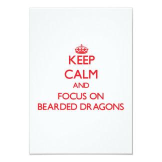 Guarde la calma y el foco en dragones barbudos invitación 8,9 x 12,7 cm