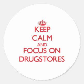 Guarde la calma y el foco en droguerías pegatina redonda