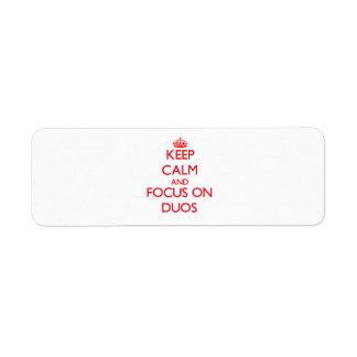 Guarde la calma y el foco en dúos etiquetas de remite