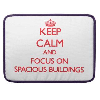 Guarde la calma y el foco en edificios espaciosos fundas macbook pro