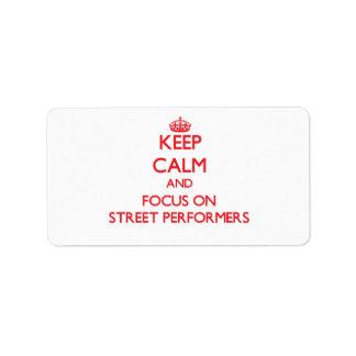 Guarde la calma y el foco en ejecutantes de la etiquetas de dirección