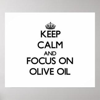 Guarde la calma y el foco en el aceite de oliva posters