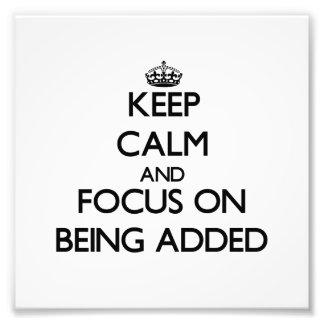 Guarde la calma y el foco en el adición
