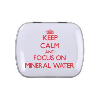 Guarde la calma y el foco en el agua mineral