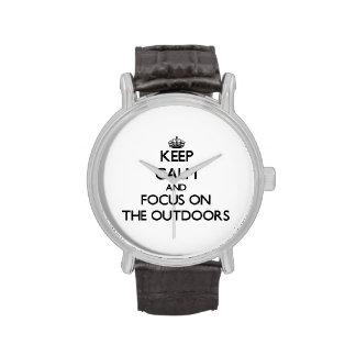 Guarde la calma y el foco en el aire libre relojes de mano
