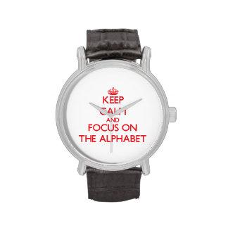 Guarde la calma y el foco en el alfabeto relojes de pulsera