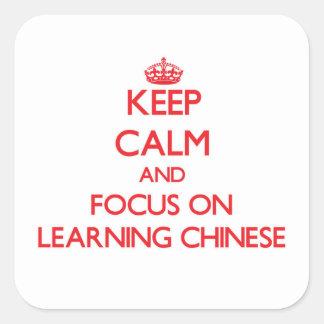Guarde la calma y el foco en el aprendizaje de pegatina cuadrada