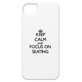Guarde la calma y el foco en el asiento iPhone 5 protector