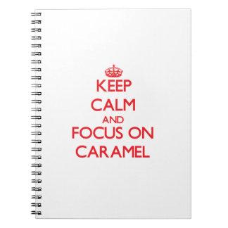 Guarde la calma y el foco en el caramelo libro de apuntes con espiral