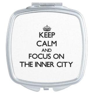 Guarde la calma y el foco en el centro urbano espejo compacto