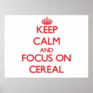 Guarde la calma y el foco en el cereal póster