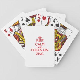 Guarde la calma y el foco en el cinc cartas de juego