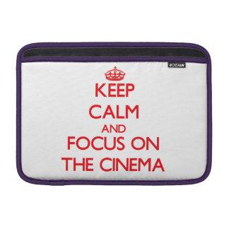 Guarde la calma y el foco en el cine fundas macbook air