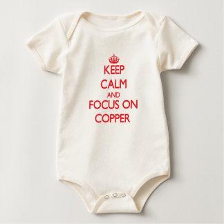 Guarde la calma y el foco en el cobre body para bebé