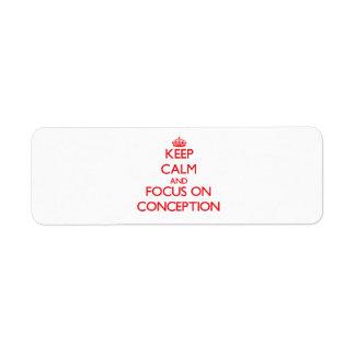Guarde la calma y el foco en el concepto etiquetas de remite